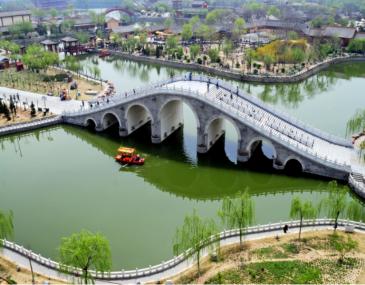 清明上河园是由河南省开封市人民政府与海南置地集团有限公司合作建设的一座大型宋代文化实景主题公园