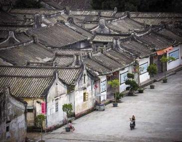 德安里位于广东普宁故城洪阳镇南村,是清末广东水师提督、名将方耀与其兄弟共同营建的家族集居寨。