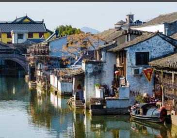碛口旅游区主要包括黄河大同碛、黑龙庙、毛主席东渡黄河纪念碑、黄河峡谷天然石雕等。