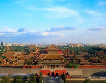 北京的故宫博物院。位于北京市中心,是无与伦比的古代建筑杰作,也是世界现存最大、最完整的木质结构的古建筑群