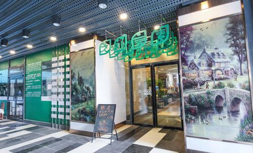 老祁言素是望京知名的素食餐厅,主推云南菜及越南风味特色菜。简约素雅的装修、唯美精致的小盘,带给你不一样的